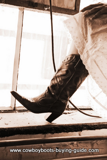 fitting womens cowboy boots