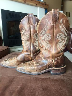 Used Women's Justin Cowboy Boot Size 7
